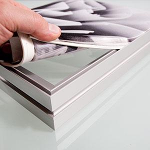 Алюминиевый профиль для наружной рекламы Protextil на сайте Материалы для рекламы - Plastics